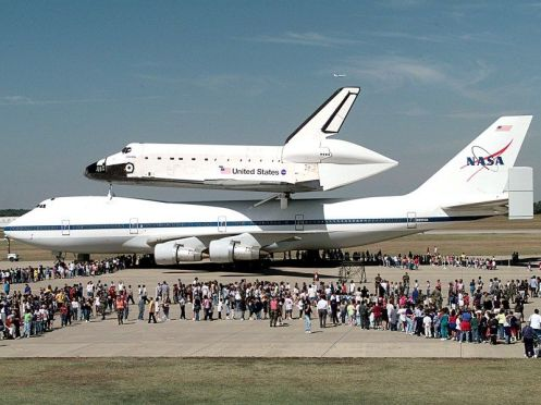 photo_shuttle_Atlantis_piggyback_parked_8x6